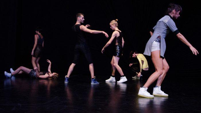 Invitație la dans: spectacolul SIMULIERT, prezentat la București