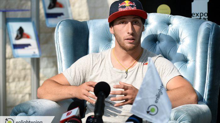 Campionul Alex Nicolau a anuntat sosirea lui Baumgartner in Romania printr-un salt la punct fix