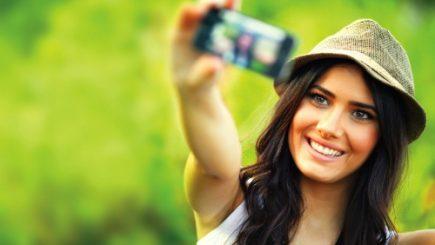 """Yahoo a creat o aplicație care identifică """"frumuseţea"""" din selfie-uri"""