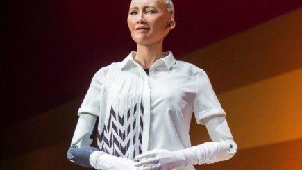 """Robotul Sophia """"cere"""" mai multe drepturi, iar în luna mai vine în România /VIDEO"""