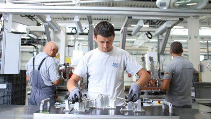 Angajați Daimler din Cugir, pregătiți la fabrica Mercedes din Berlin