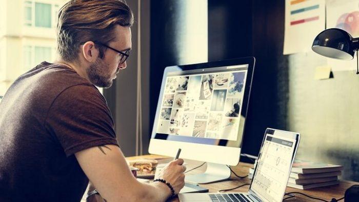 Studiu: Pentru angajaţi, cel mai important beneficiu este să poată lucra de acasă