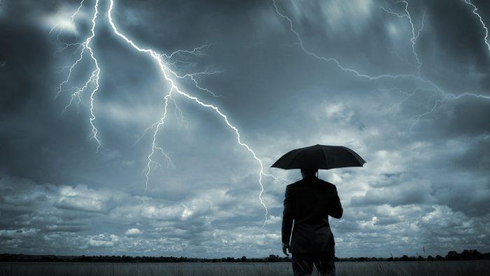 Dolarul are în faţă o furtună perfectă