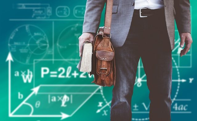 Românii care renunță la joburile din corporații ca să fie profesori în comunități defavorizate