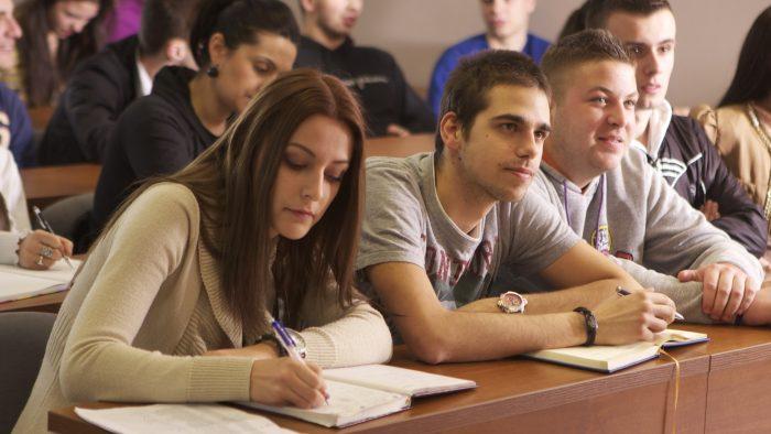 Studenții aleg să se specializeze din prima. Ce nevoi și percepții au candidații