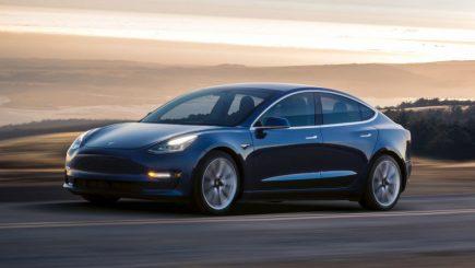 Tesla Motors a concediat sute de angajati: De ce a luat Elon Musk această decizie