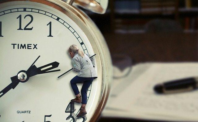 Programul de muncă clasic scade productivitatea şi ne îmbolnăveşte: Ce e de făcut?