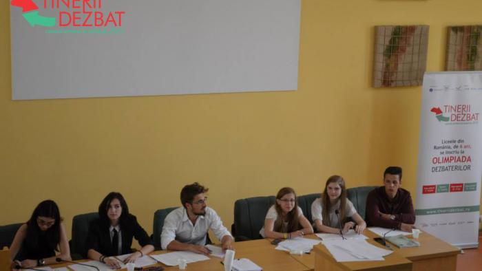 Elevii din Botoșani - campioni naționali la Tinerii Dezbat, ediția 2015
