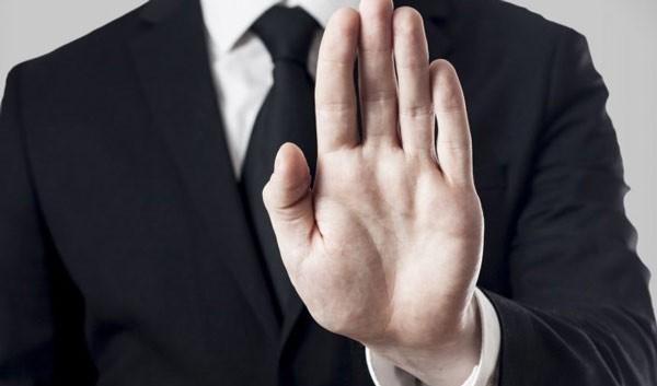 4 tipuri de oameni toxici pe care trebuie să îi eviţi la job
