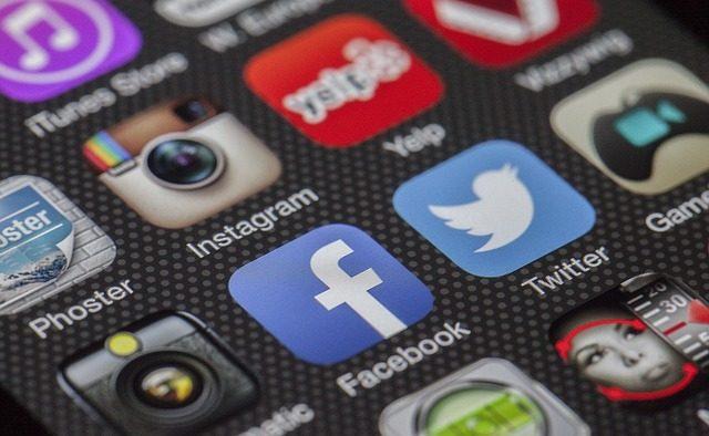 Ce fac românii pe Net: Facebook şi WhatsApp la greu, servicii bancare şi documentare mai puţin