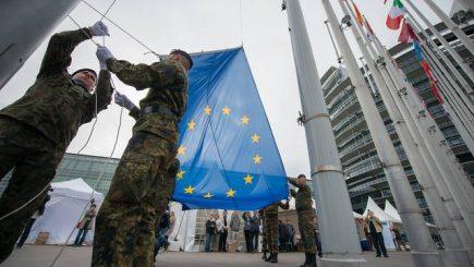 """UE: Primul pas către crearea unei """"uniuni a apărării"""""""