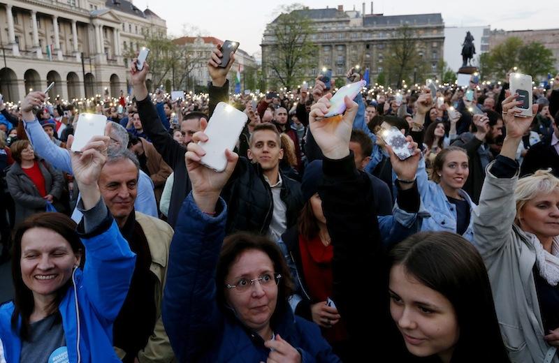 Ungaria: A început să se dezbată legea ce obligă unele ONG-uri să se înregistreze ca ''organizații susținute din străinătate''
