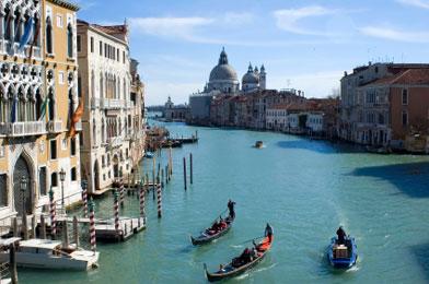 Cum vor italienii să oprească scufundarea Veneţiei