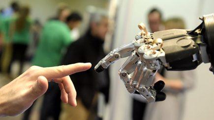 """""""Intelighenția"""" tehnologică: AI și propria persoană. Viața noastră cea conectată"""