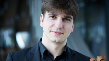 Vlad Stănculeasa cântă pe vioara lui Enescu la Sala Radio