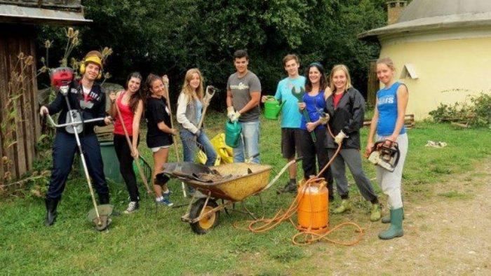 Cum îți schimbă voluntariatul cariera. Ce câștigi ca voluntar?