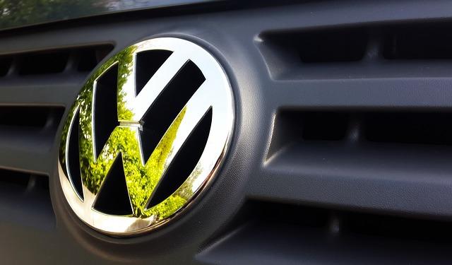 Volkswagen, dat în judecată de unul dintre principalii săi acţionari