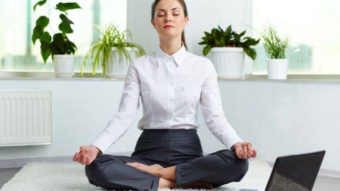 Yoga la birou, pe durata unei ţigări şi a unei cafele