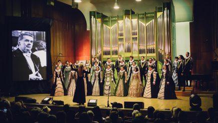 Coruri de copii români, romi și maghiari, pe aceeași scenă la Concertul Extraordinar de Ziua Madrigalului
