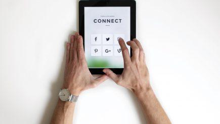 Agora social media. Fobie sau folíe?