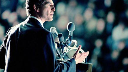 Public speaking. Puterea de a trece chiar peste tine