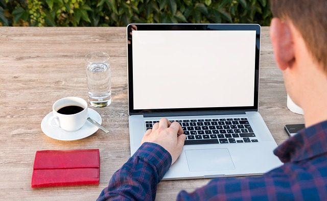 Ce îl demotivează pe angajatul care lucrează de la distanţă