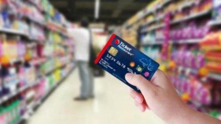 Angajatorii au mărit valoarea tichetelor de masă pe final de an