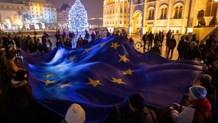 A fost promulgată noua variantă a legii muncii în Ungaria: Ce trebuie să știe românii care lucrează acolo
