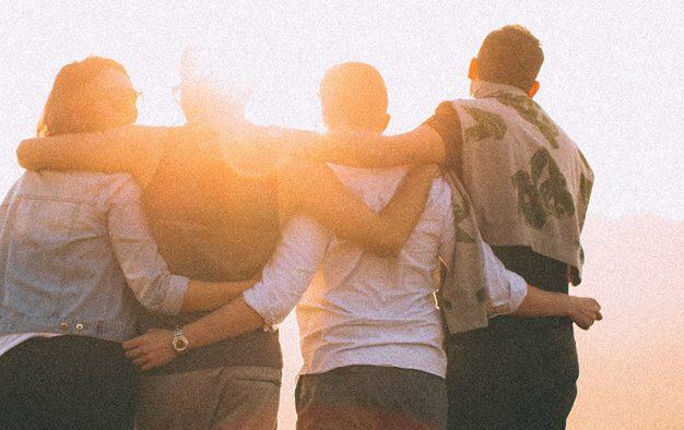 Îmbrăţişările alungă stresul şi ne apropie de ceilalţi
