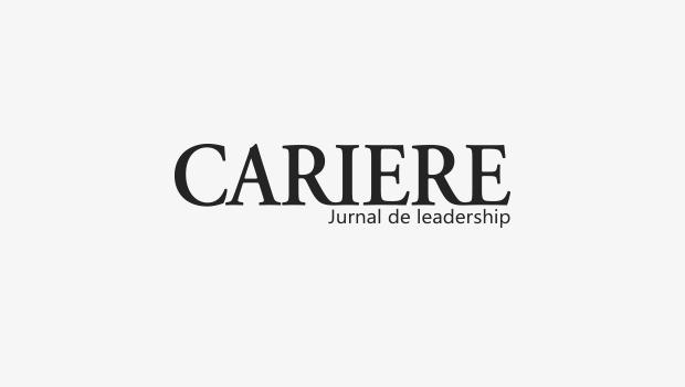 Dirijorul Cristian Mandeal și tânărul violoncelist Ștefan Cazacu,  pe scena Sălii Radio