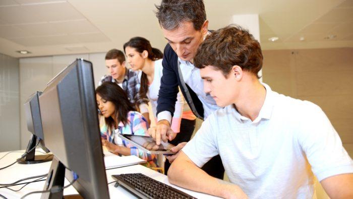 Avantajele unui job part-time în timpul studenției și cum îl obții