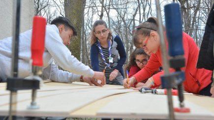 Educație alternativă. Copiii din Eșelnița și Turnu Severin și-au construit propriile canotci