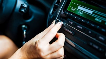 Muzica bună se ascultă la radio. Cât câștigă posturile de radio?
