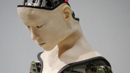 Viitorul meu coleg va fi un robot. Jurnaliștii români, față în față cu inteligența artificială
