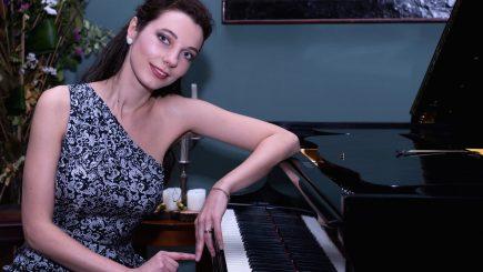 Pianista Axia Marinescu s-a implicat într-un proiect cu impact internațional