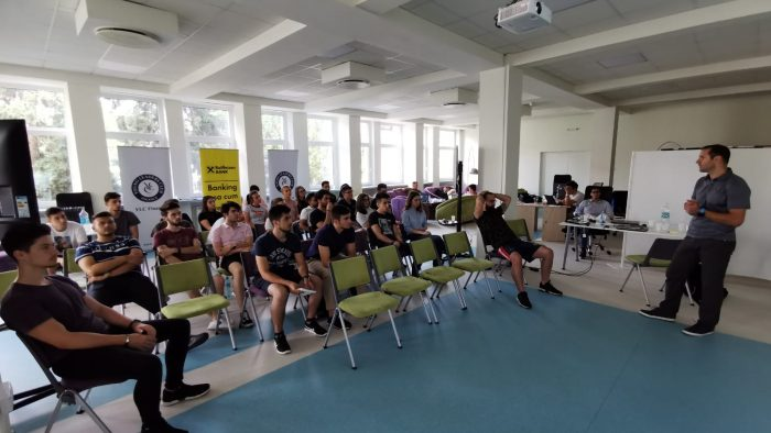 30 de tineri din Sibiu au învățat cum să gestioneze o afacere de succes de la profesioniști de top din cele mai mari bănci de investiții