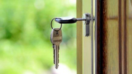 Cum să nu iei țeapă când cumperi un apartament. Verifică vânzătorul!