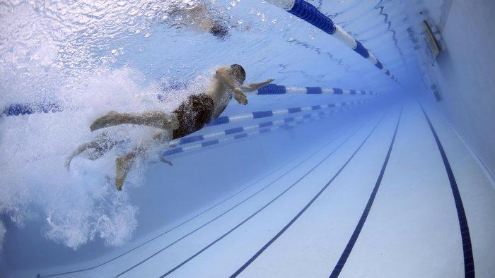 Români care înoată pentru a-i ajuta pe alții. Ionuț Ilie: De la natură putem învăța să găsim frumosul în orice
