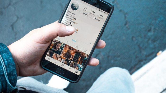 Cum pot contribui rețelele sociale la sănătatea noastră emoțională