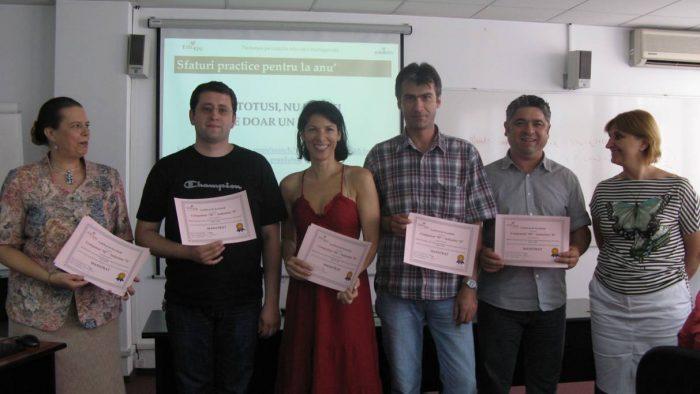 Peste jumătate dintre români fac cumpărături online cel puțin o dată pe lună
