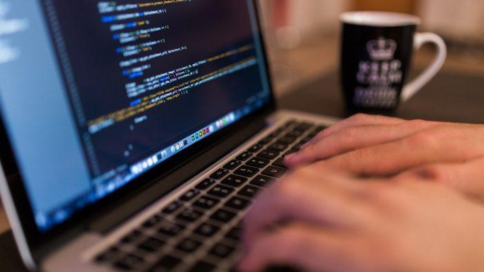 Principalele provocări din domeniul tehnologiei și securității informatice, în 2020