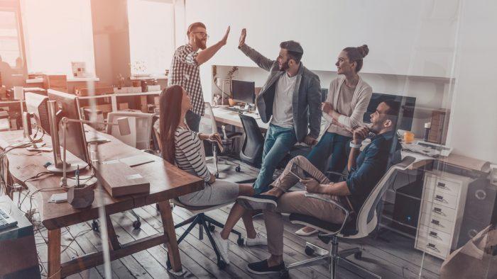 Cum a schimbat tehnologia felul în care lucrăm și ne comportăm la locul de muncă