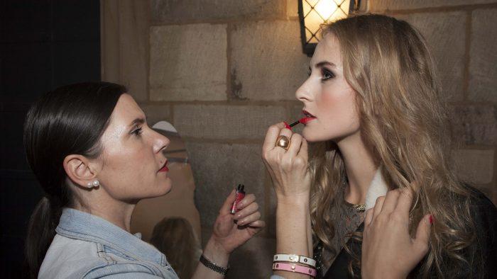 Cum poţi deveni make-up artist de succes în regim freelance
