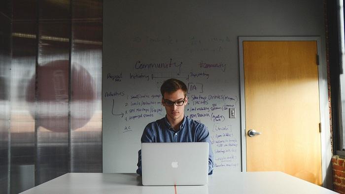 Antreprenori celebri mentorează tinerii care încep propriul business