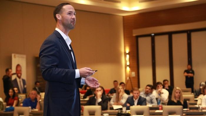 """""""Programul de MBA m-a ajutat să dezvolt abilități mai largi, cum ar fi aceea de a privi afacerile dintr-o perspectivă de sistem, să gestionez schimbarea."""""""